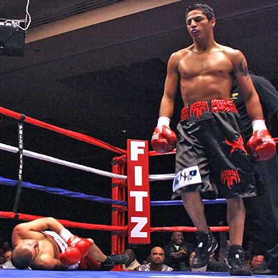 Maicelo walks to a neutral corner after dropping Ziolkowsky. Photo by Wesley Ortiz, Memphisboxing.com
